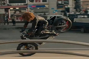 WATCH SCARLETT JOHANSSON IN LEATHER CATSUIT AND HARLEY LIVEWIRE STOPPIES